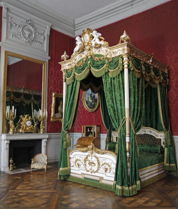 de style Louis XVI fut dessiné par l\u0027architecte Ruprich,Robert et  réalisé par les ateliers du Garde,Meuble impérial. Il a survécu à plusieurs  incendies