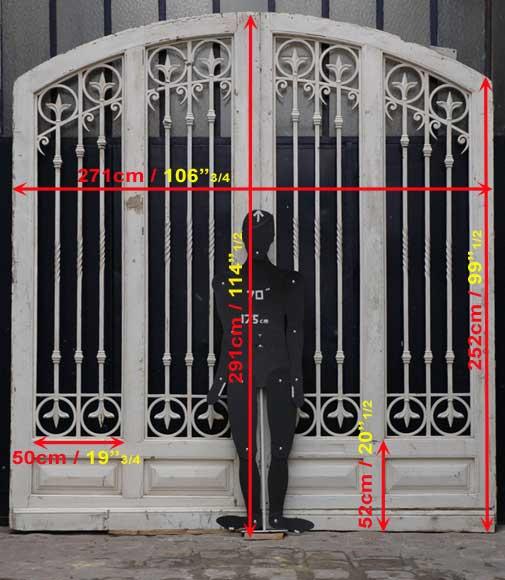 grande porte d 39 entr e en bois et fer forg portes. Black Bedroom Furniture Sets. Home Design Ideas