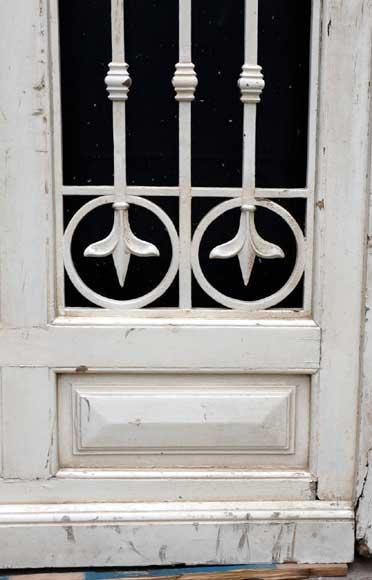 Grande porte d 39 entr e en bois et fer forg portes - Grande porte d entree ...
