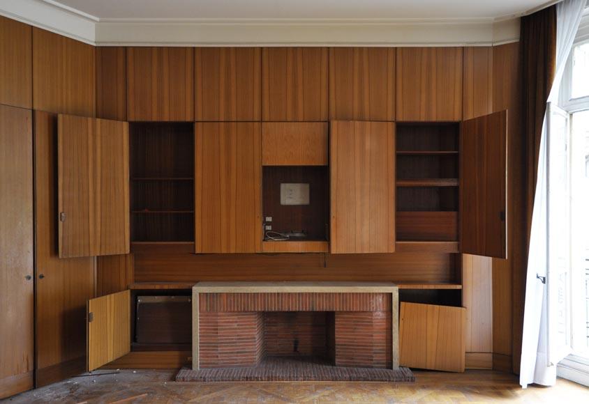 entourage de jean roy re pi ce de boiserie moderne et sa chemin e en pierre mabri re pi ce. Black Bedroom Furniture Sets. Home Design Ideas