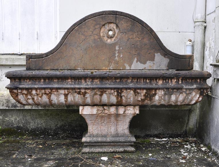 Large vasque de jardin à godrons en marbre Rouge de Vérone ...