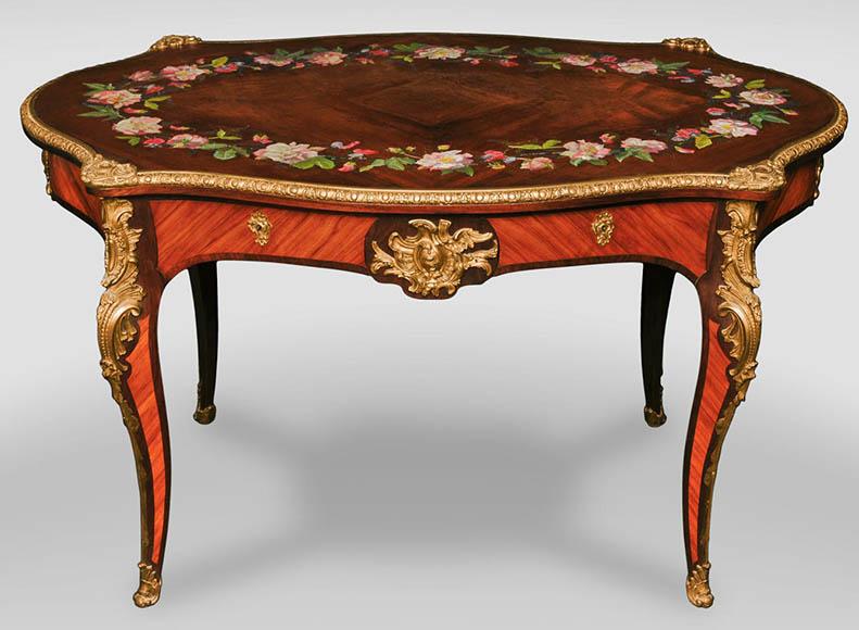 Julien Nicolas RIVART (1802 1867)   Table En Bois De Rose De Style Louis XV  à Décor De Couronne De Pivoines En Marqueterie De Porcelaine   Salles à  Manger, ...