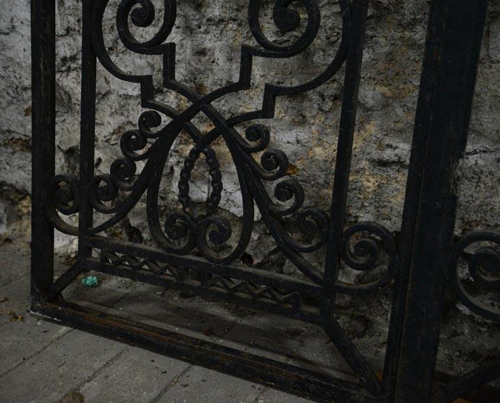 Ancienne porte art d co en fer forg au panier de fruits ann es 1930 portes for Porte en fer forge ancienne