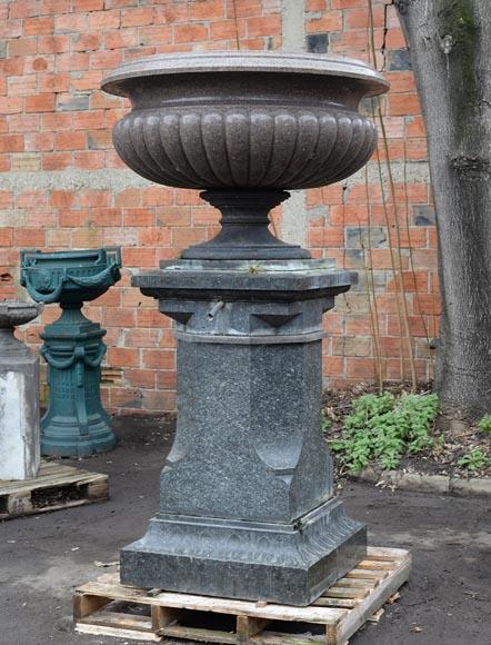 Grande vasque ancienne en granite français, milieu du XIXème siècle ...