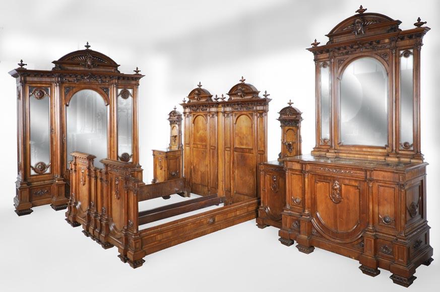 Chambre à coucher italienne en noyer de style Néo-Renaissance ...