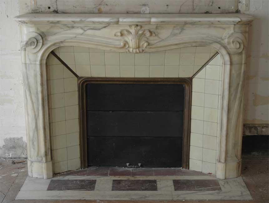 chemin e ancienne de style louis xv en marbre panazeau. Black Bedroom Furniture Sets. Home Design Ideas