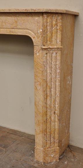 chemin e ancienne de style napoleon iii en jaune lamartine marbre. Black Bedroom Furniture Sets. Home Design Ideas