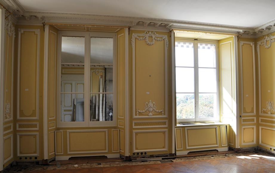 Tr s belle pi ce de boiserie de style louis xvi provenant de l 39 h tel de crillon paris pi ce - Hotel miroir plafond paris ...