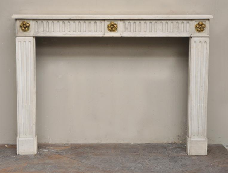 chemin e ancienne d 39 poque louis xvi en marbre blanc sivex et bronze dor marbre. Black Bedroom Furniture Sets. Home Design Ideas