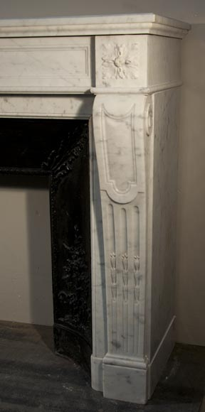 Chemin e ancienne de style louis xvi en marbre de carrare for Cheminee en fonte ancienne
