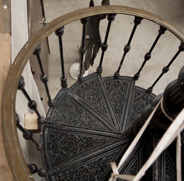 escalier en colimaçon en fonte de fer du XIXè siècle - Escaliers ...