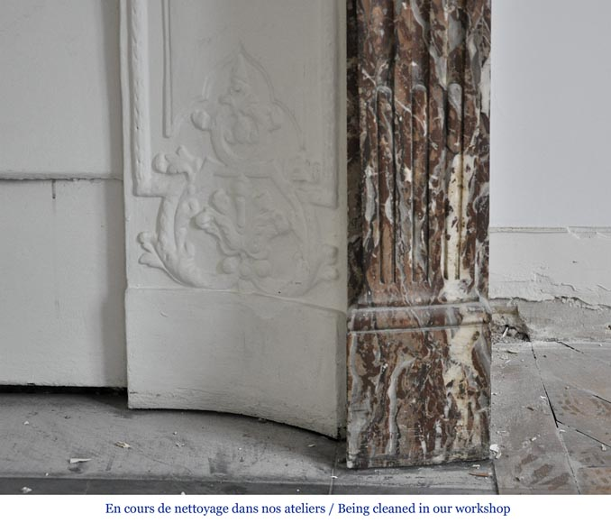 Chemin e ancienne de style r gence en marbre rouge du nord for Cheminee en fonte ancienne