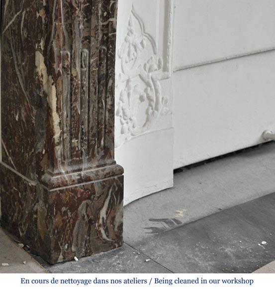 Chemin e ancienne de style r gence en marbre rouge du nord for Nettoyage interieur radiateur fonte