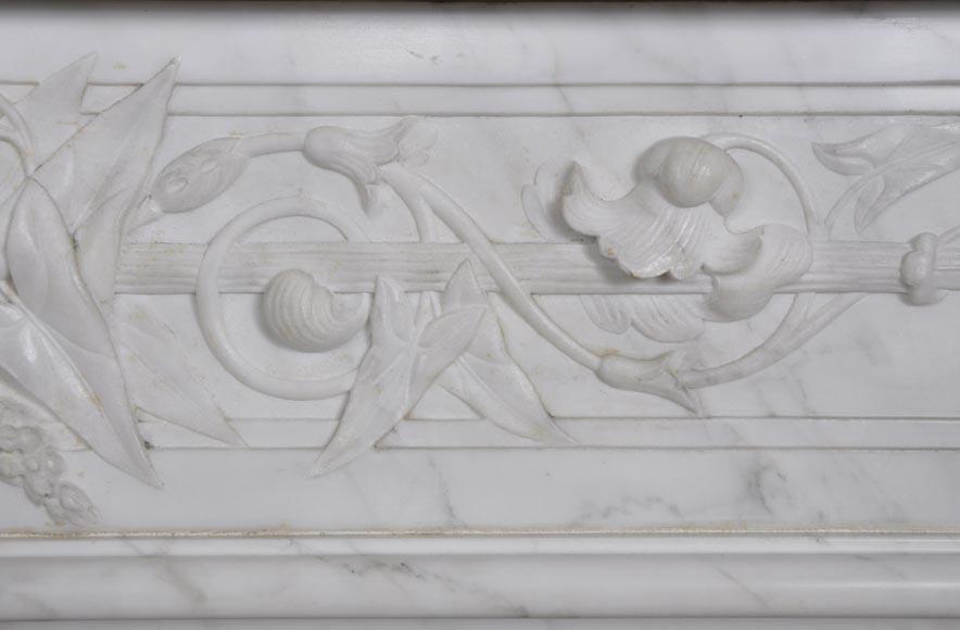 Grande chemin e ancienne de style louis xvi en marbre for Marbre de carrare blanc