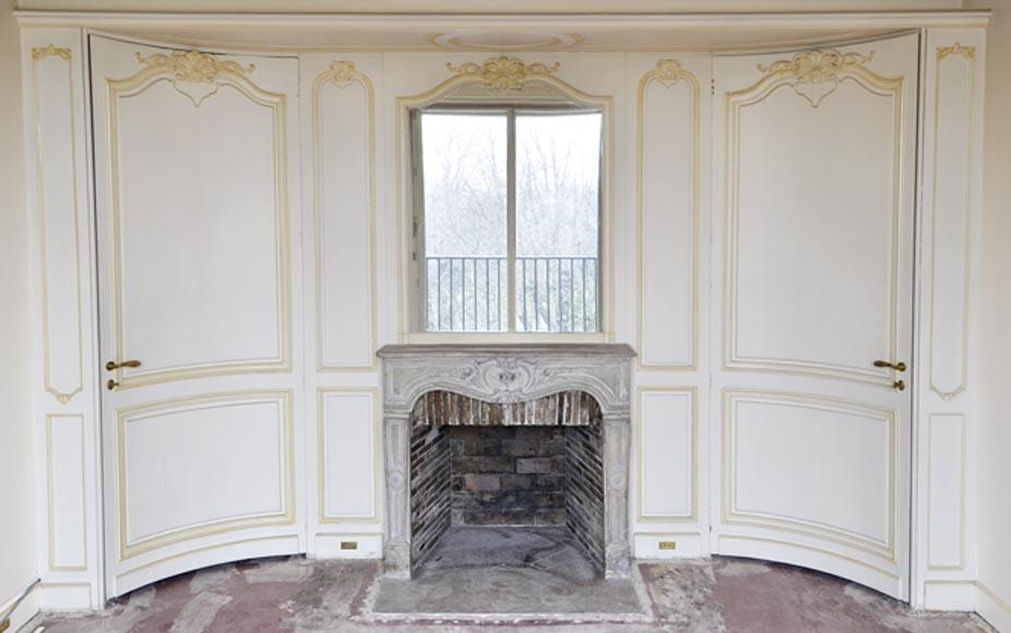 bel l ment de boiserie de style louis xv avec chemin e en pierre du xviii si cle pi ce de. Black Bedroom Furniture Sets. Home Design Ideas