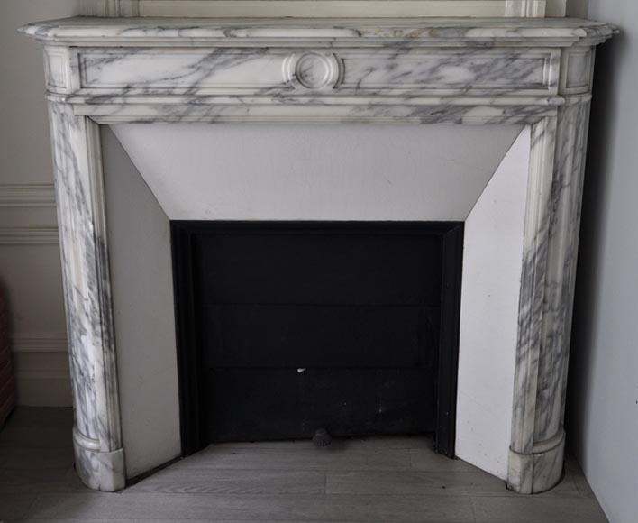 petite chemin e ancienne de style louis xvi coins arrondis en marbre arabescato marbre. Black Bedroom Furniture Sets. Home Design Ideas