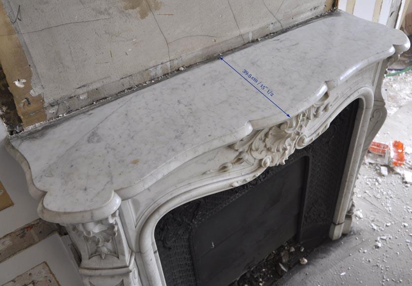 Belle chemin e ancienne de style louis xv en marbre de for Nettoyage interieur radiateur fonte