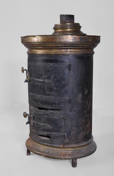 Poêle ancien en fonte de fer et laiton de forme ovale