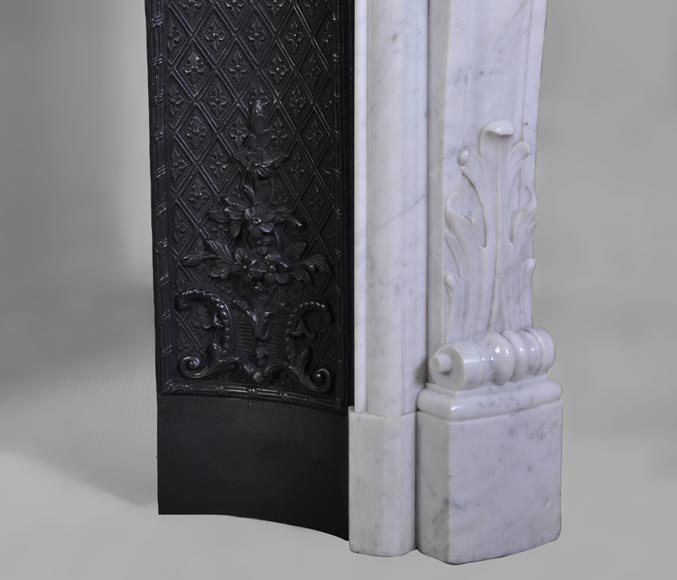 Belle chemin e ancienne de style louis xv d cor fleuri for Cheminee en fonte ancienne