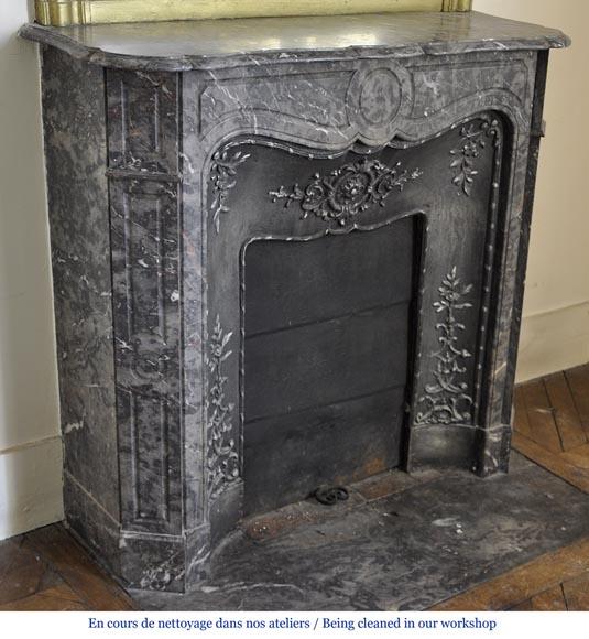 Petite chemin e pompadour en marbre bois jourdan avec son for Nettoyage interieur radiateur fonte