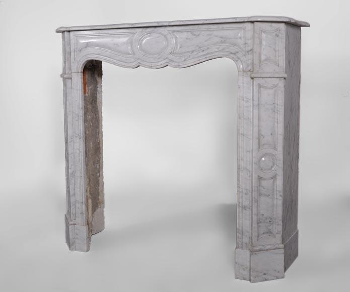 petite chemin e ancienne de type pompadour plate en marbre blanc de carrare marbre. Black Bedroom Furniture Sets. Home Design Ideas