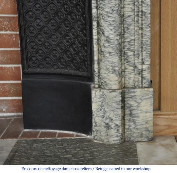 Chemin e ancienne de style louis xiv boudin en marbre for Nettoyage interieur radiateur fonte