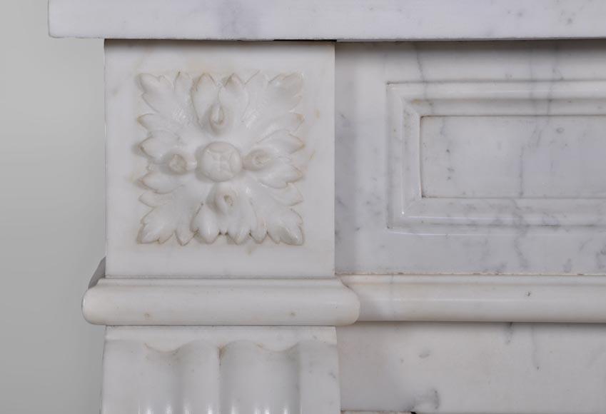 Petite chemin e ancienne de style louis xvi en marbre calacatta avec son int rieur en fonte d - Marbre blanc calacatta ...