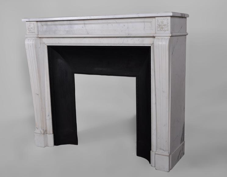 Petite chemin e ancienne de style louis xvi en marbre for Cheminee en fonte ancienne