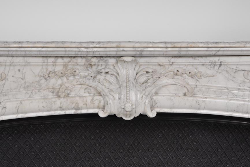 Tr s belle et importante chemin e ancienne de style for Comment nettoyer du marbre blanc