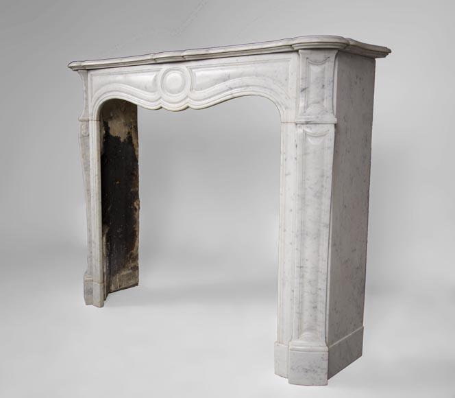 chemin e ancienne de style louis xv mod le pompadour r alis e en marbre blanc de carrare. Black Bedroom Furniture Sets. Home Design Ideas