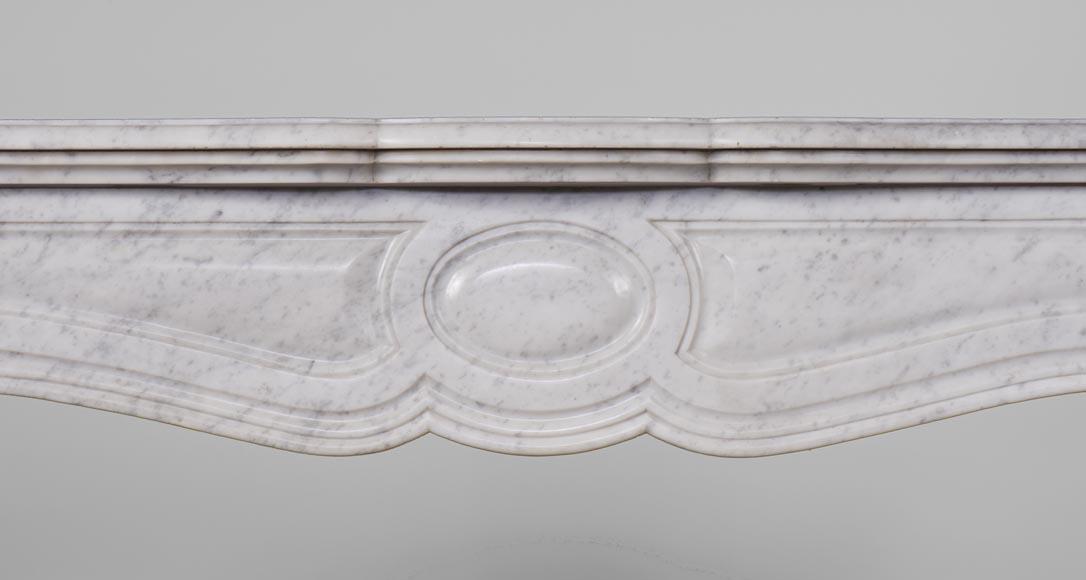 chemin e ancienne de type pompadour galb e en marbre blanc de carrare marbre. Black Bedroom Furniture Sets. Home Design Ideas