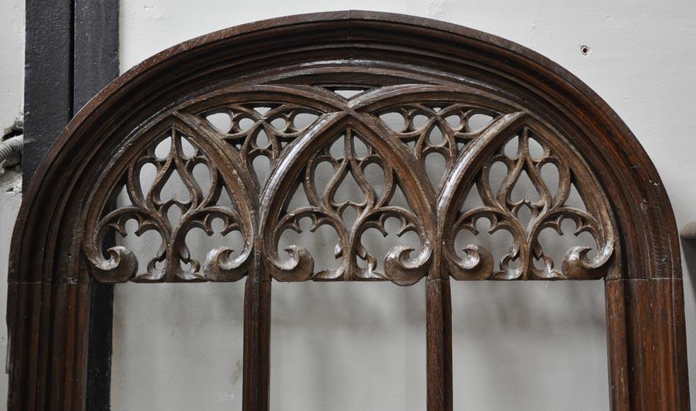Belle porte en ch ne de style n o gothique d cor ajour for Architecture neo gothique