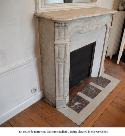 chemin e pompadour ancienne de style louis xv en marbre de carrare marbre. Black Bedroom Furniture Sets. Home Design Ideas