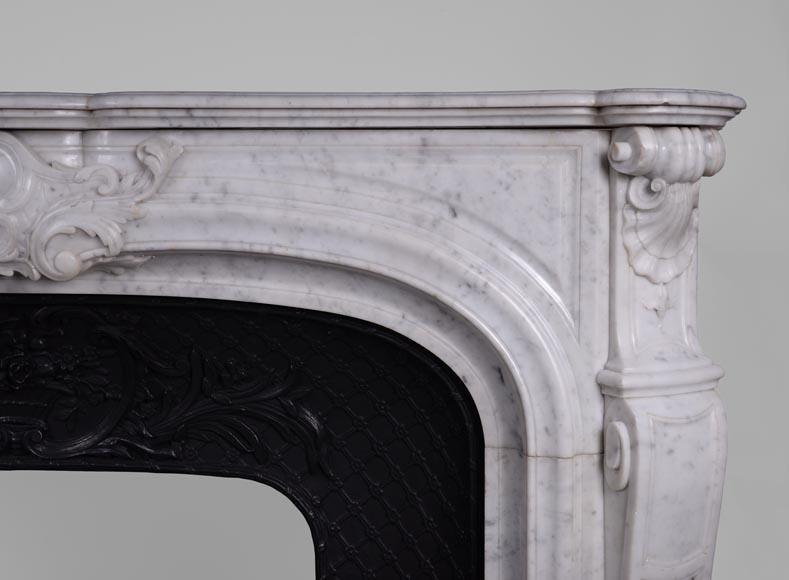 Importante chemin e ancienne de style r gence en marbre de for Cheminee en fonte ancienne