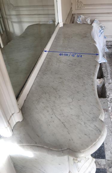 Belle chemin e ancienne de style louis xv en marbre blanc for Cheminee en fonte ancienne