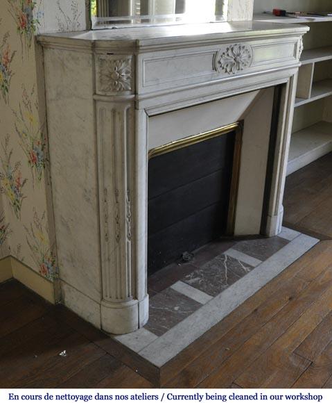 chemin e ancienne de style louis xvi feuilles d 39 acanthe coins arrondis en marbre blanc de. Black Bedroom Furniture Sets. Home Design Ideas