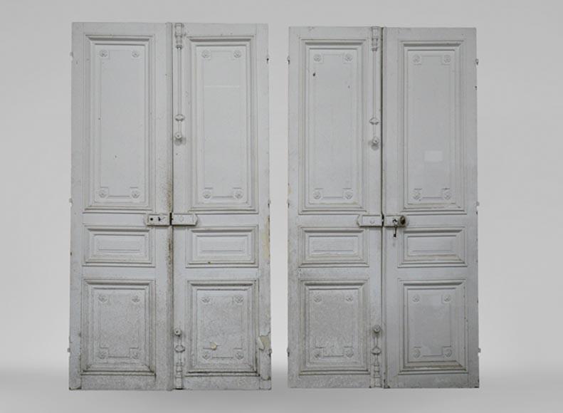 une double porte et une double porte de placard anciennes de style louis xvi en bois avec des. Black Bedroom Furniture Sets. Home Design Ideas