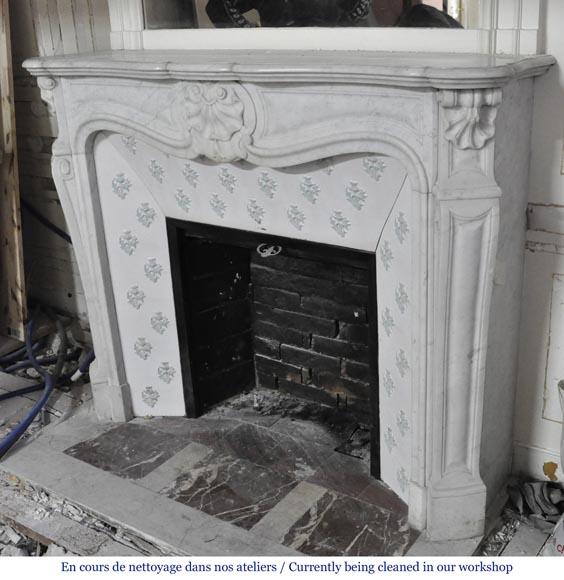 chemin e ancienne de style louis xv trois coquilles en marbre blanc de carrare avec son. Black Bedroom Furniture Sets. Home Design Ideas