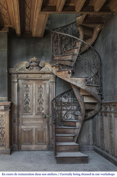 bel escalier en colima on et rambarde en fer forg d cor de fleurs et d 39 arabesques el ments. Black Bedroom Furniture Sets. Home Design Ideas