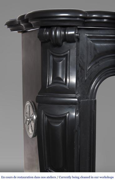 Cheminée ancienne de style Louis XV, modèle Pompadour, en