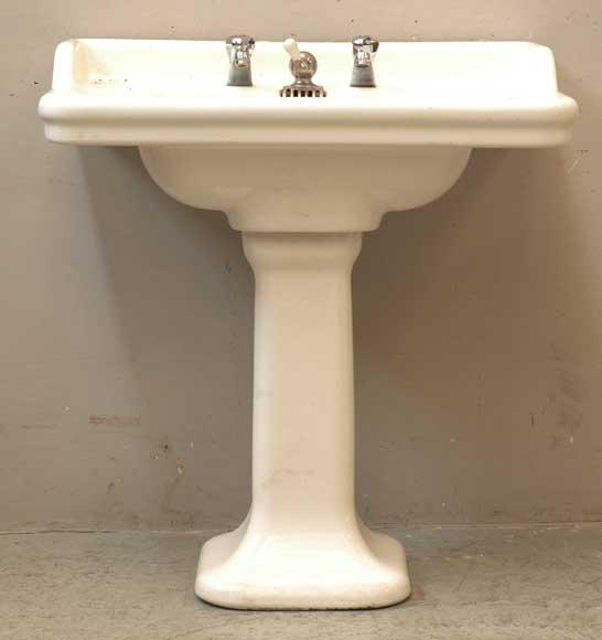 lavabo 1930 avec robinetterie moderne r. Black Bedroom Furniture Sets. Home Design Ideas