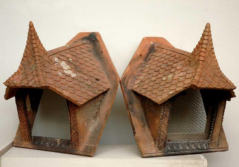 Très Décoration de toit ancienne en terre cuite - Architecture DE51