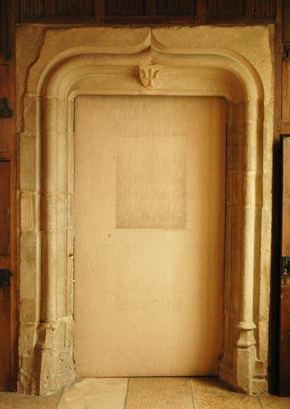 Encadrement de porte en pierre d 39 poque gothique portes for Encadrement de porte en bois