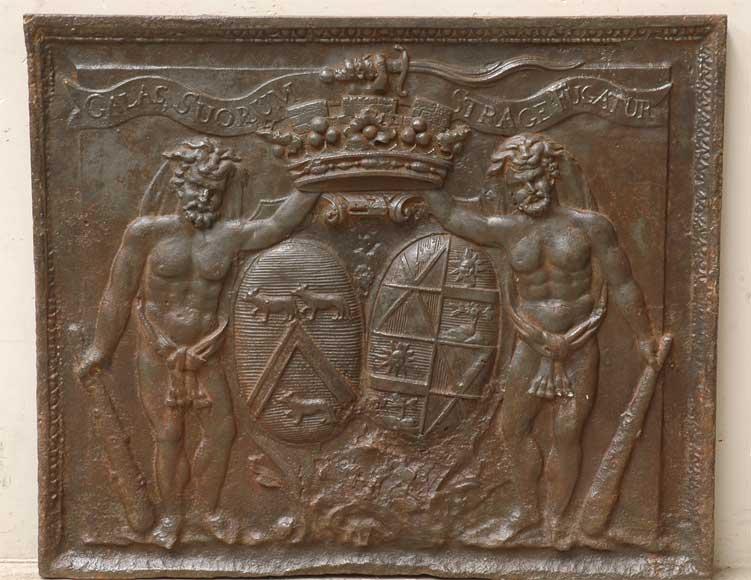 Plaque De Cheminee Ancienne Aux Armes De La Famille De Jannel De