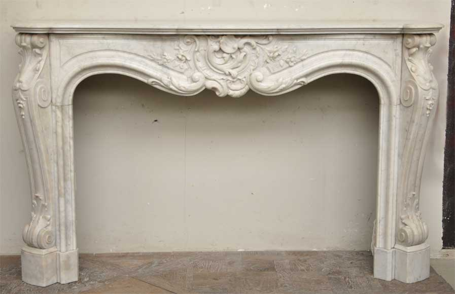 exceptionnelle chemin e ancienne de style louis xv en marbre blanc de carrare marbre. Black Bedroom Furniture Sets. Home Design Ideas