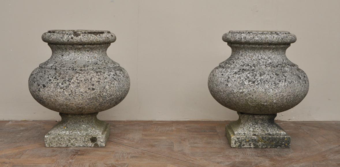 Ancienne paire de vases de jardin en granite - Ornements de jardin ...